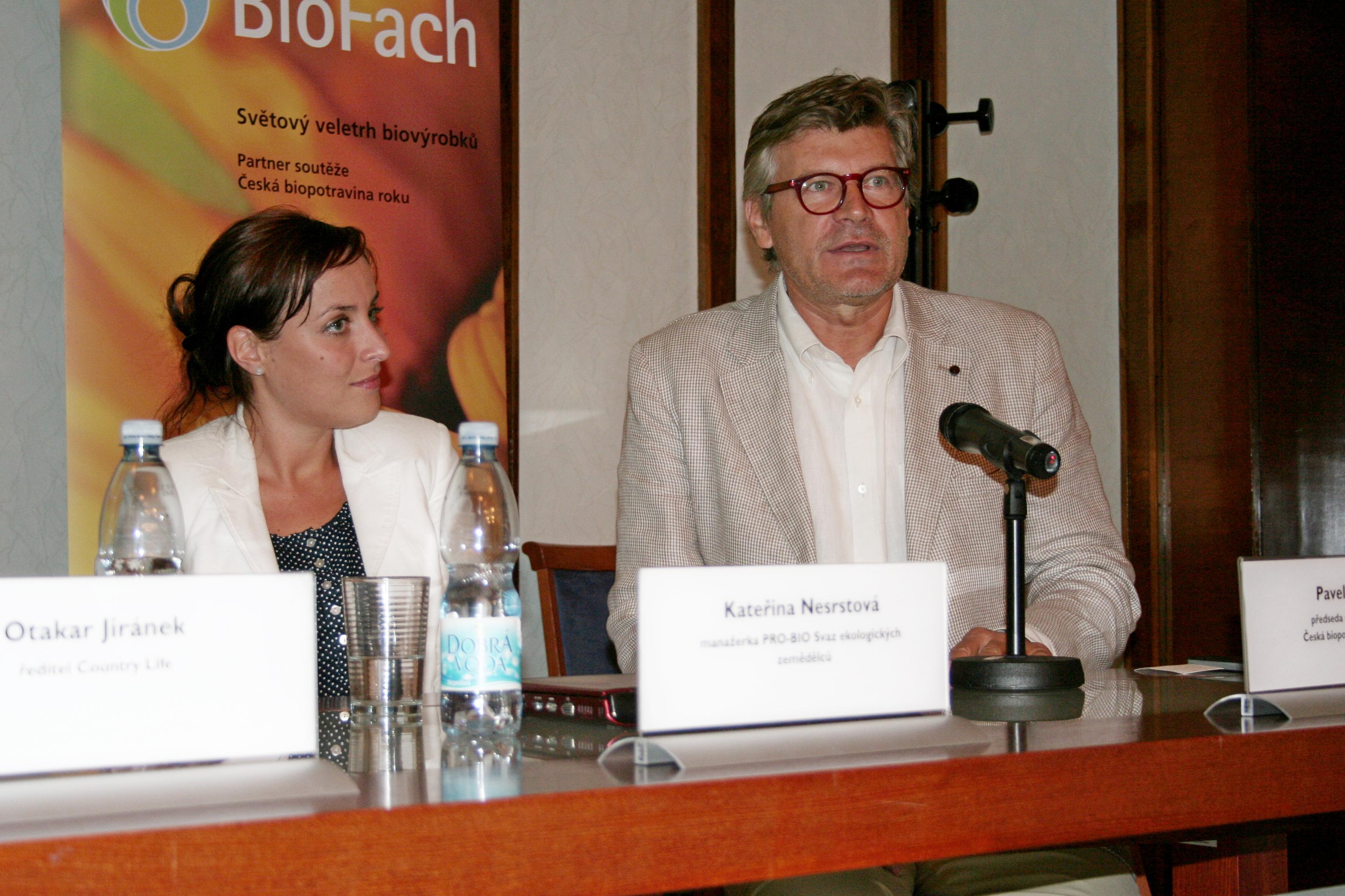 Kateřina Nesrstová (Svaz Pro-bio), Pavel Maurer (předseda poroty Česká biopotravina roku 2013)