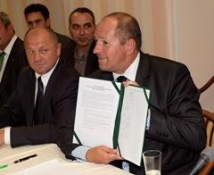 Podepsaná deklarace ministrů rozšířené Visegrádské čtyřky.