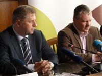 Ministr zemědělství Petr Bendl s předsedou ASZ Josefem Stehlíkem.